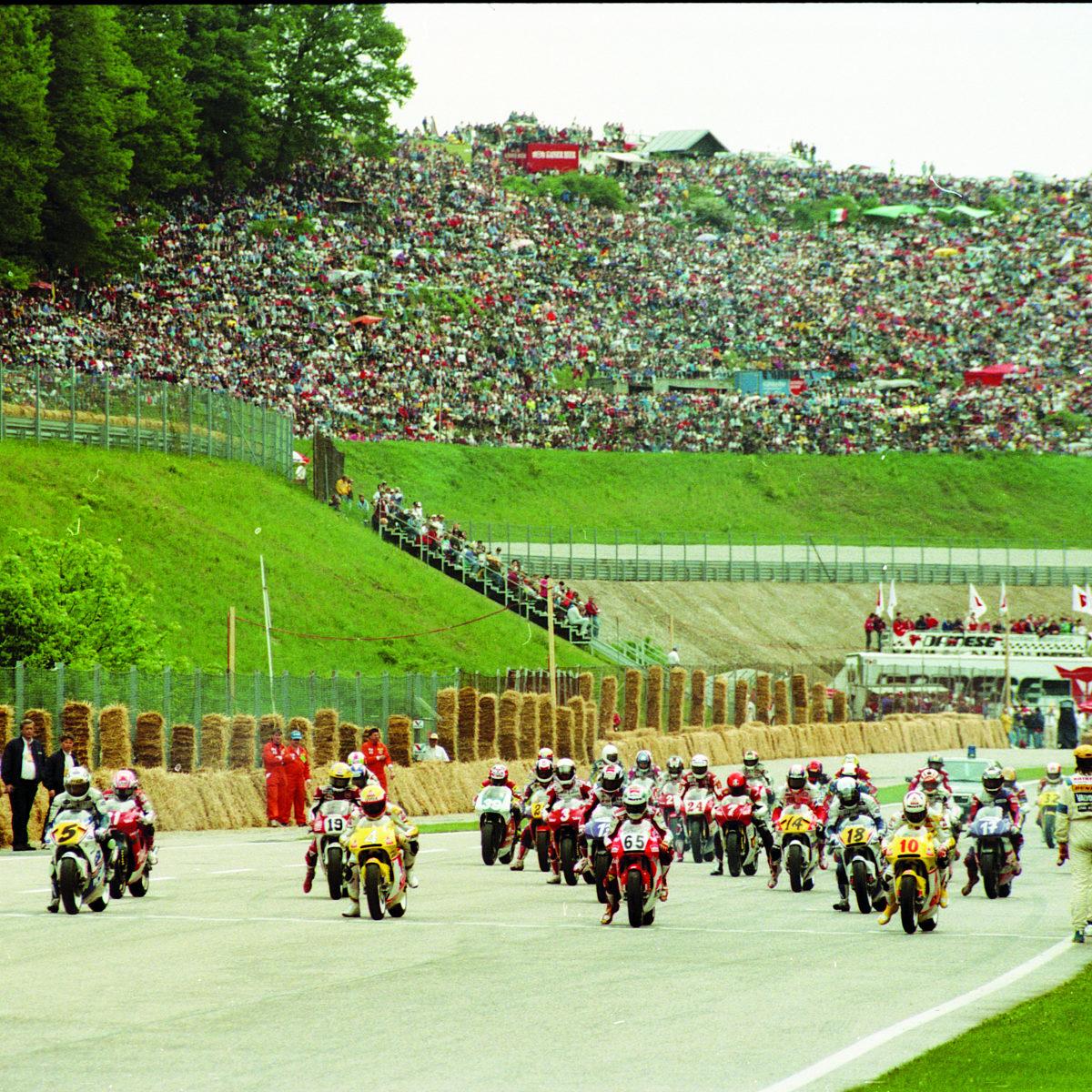 1993.05.16.-motorrad-wm-sbg-ring-250-klasse-vor-dem-start
